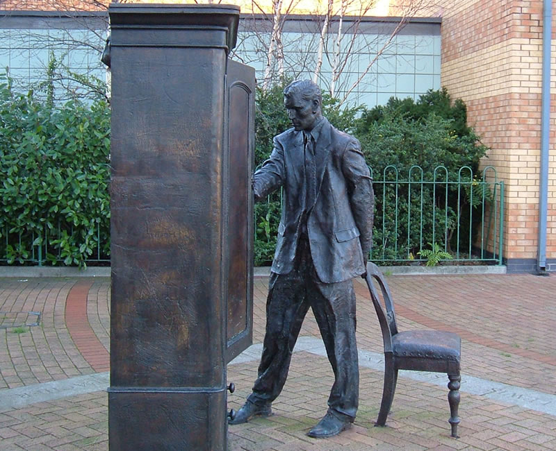 The Searcher, CS Lewis Wardrobe Statue Belfast