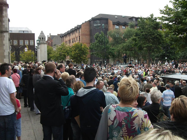 Alex Higgins Funeral Cortege makes it way through Belfast