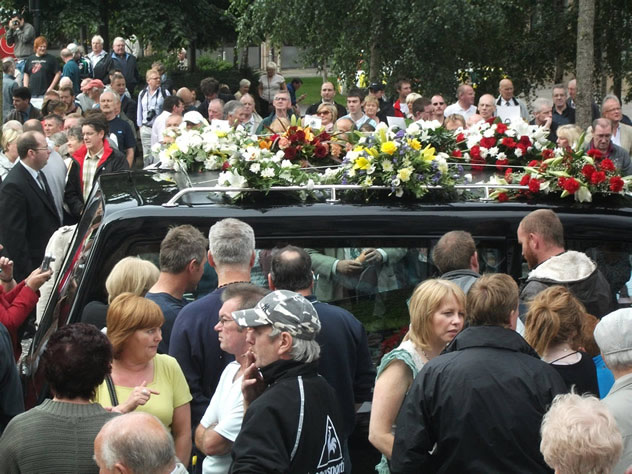 Thousands attend Alex Higgins Funeral 2nd August 2010 at Belfast St Annes