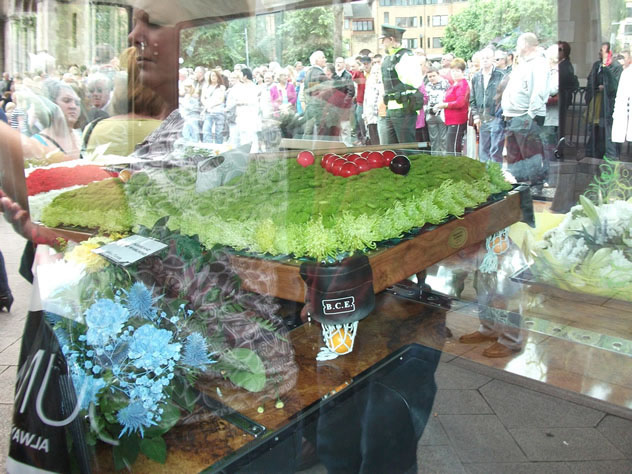 Snooker elite attend Alex Higgins Funeral Belfast paying floral tributes